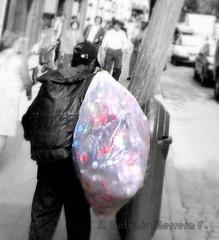 Vida llena de color... (Mr. janhe_10) Tags: poverty color pobreza selectivecolor colorselectivo