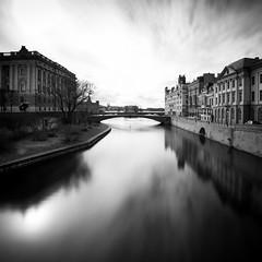 Stockholm Stream (Peter Levi) Tags: longexposure bridge blackandwhite bw blancoynegro stream cityscape sweden stockholm le blackwhitephotos nd110 bestcapturesaoi elitegalleryaoi dblringexcellence tplringexcellence asquaresuperstarstemple eltringexcellence