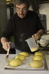 Dorage des brioches (zigazou76) Tags: four pain rouen esplanade brioche banal boulangerie chs 2012 expotec sainthonoré pinceau dorage pannevert jeanpierreengelhard centredhistoiresociale