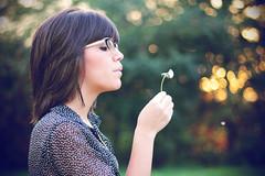 Pedí un deseo (María Granados) Tags: fashion vintage 50mm bokeh adolescente dandelion teen f18 teenage dientedeleón flickraward