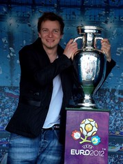 Piotr Kupicha z pucharem (DrabikPany) Tags: euro feel poland polska trophy katowice uefa 2012 spodek silesia lsk puchar pikanona piotrkupicha henridelaunay drabikpany