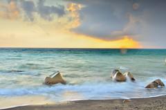 枋山 (Patri-Wang) Tags: ocean sunset rock landscape nikon taiwan 台灣 風景 billow pingtung fangshan 枋山 屏東縣 台灣風景 sunsetseascape magnificentseaview wavessilk taiwanseascape taiwansbeauty