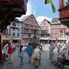 Historic centre of Bernkastel-Kues on Moselle River (Bn) Tags: bear blue houses vacation sky castle fountain beautiful river germany geotagged town spring topf50 europa europe village wine market centre culture medieval historic castelo middle altstadt ages renaissance vinho castel burg delightful mosel wein weinberg rheinlandpfalz moselle bernkastel timbered landshut bernkastelkues kues vakwerkhuizen moezel moseltal rhinelandpalatinate musel 50faves holicay mosela renaniapalatinado geo:lon=7076620 geo:lat=49915627
