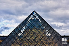 Le Louvre (neoweb001 | www.julientordjman.fr) Tags: sky cloud paris france building window glass canon geotagged îledefrance louvre ciel bp nuage 2012 batiment vitre balade parisienne 450d baladeparisienne julientordjman geo:lat=4886124800 geo:lon=233548600