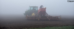 L_KNP5171 (Rodney Wetton) Tags: mist tractor misty lincolnshire daffodil johndeere sowing mistymorning lincolnshirewolds sowingseeds edlington capnilfarm