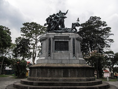 """San José: le Parque Nacional et son Monument National représentant la Bataille de Rivas (contre les Américains) <a style=""""margin-left:10px; font-size:0.8em;"""" href=""""http://www.flickr.com/photos/127723101@N04/26254295393/"""" target=""""_blank"""">@flickr</a>"""