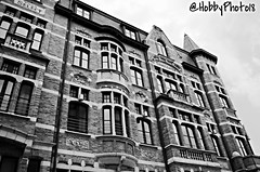 Sanocenter (hobbyphoto18) Tags: blackandwhite bw building brick monochrome architecture belgium belgique noiretblanc pentax nb brique monochrom extérieur façade batiment contreplongée depanne k50 lapanne pentaxk50