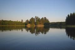 . lahti (Ruinenstaat) Tags: wood sea lake seascape suomi finland island see bay finnland skandinavien lakeside vik insel skog lahti loch scandinavia wald boreal bucht saimaa vaag ferest sonynex5 ruinenstaat tumraneedi