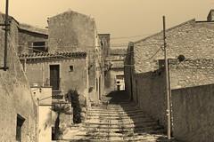 IMG_9617 (Andre56154) Tags: italien houses blackandwhite italy buildings alley sicily schwarzweiss altstadt oldtown gebude erice bergdorf gasse huser sizilien
