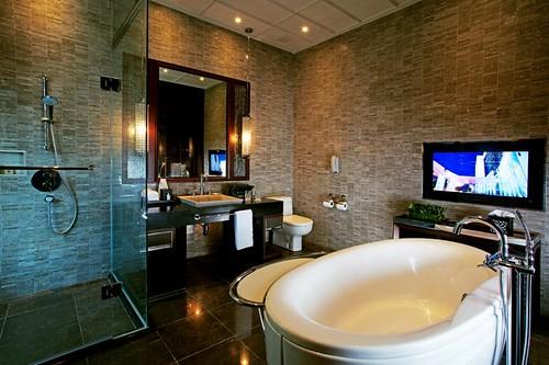 A Luxury Club Millésime Room bath