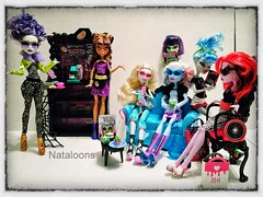 Monster High Coffin Bean (Nataloons) Tags: new blue coffee abbey fashion monster shop club bag high amazon wolf doll dolls furniture witch gothic victorian bean couch spectra coffin mattel dollhouse hecate packs operetta lagoona yelps ghoulia clawdeen lagoonablue createamonster monsterhigh clawdeenwolf ghouliayelps bominable vondergeist abbeybominable spectravondergeist hardbroom