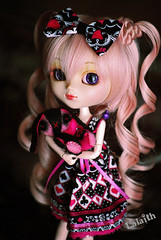 Happy birthday Aryl!! (_Lalaith_) Tags: pink white black never cute rabbit bunny de doll dress handmade curls m plush poker bow kawaii plushie pullip cositas sbh lalaith nenitas obitsu papin 25cm rewigged