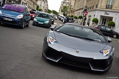 Hot! (Arnaud Bailly) Tags: paris avenue lamborghini montaigne worldcars aventador