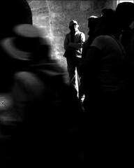 (Raymond Wealthy) Tags: people blackandwhite bw blackwhite spain gente noiretblanc streetphotography bn gens noirblanc streetshot blanconegro nikond80 blancoenegro