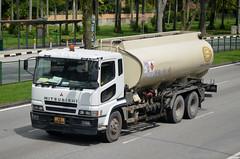 Santa United Mitsubishi Fuso Super Great FV517P Tanker Truck (nighteye) Tags: truck singapore tanker mitsubishifuso supergreat santaunited fv517p xb8548p
