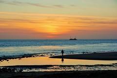 Nollestrand Vlissingen met ondergaande zon (Omroep Zeeland) Tags: wandelen natuur zeeland zee mooi duinen zon vlissingen weer walcheren nollestrand
