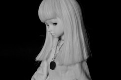 She looks so sad (Mientsje) Tags: morning en white black cute leaves ball skull grey doll skin ears human dew mind bjd normal dim morningdew msd jointed leavesdoll