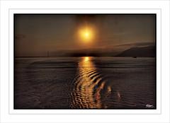 Atardecer en el Estrecho de Mesina / Sunset in the Strait of Messina (eserrano13) Tags: sunset sea italy sun sol water atardecer mar agua italia strait messina estrecho mesina