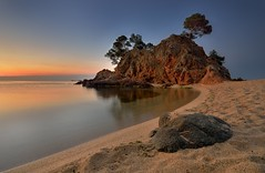 Cap Roig. (Jona Mago) Tags: nikond610 nikon1735mm28 caproig gerona girona catalua catalonia espaa spain amanecer playa beach rocas rocks cielo sky arena hitech hitechfilters
