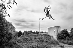 Flip tuck.  De l'ami Lucas Nania. (mkl.photo1) Tags: boy france beautiful bike sport clouds french landscape blackwhite extreme beaut condor extrieur cloudscape backflip
