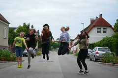 Wanda 17! (anuwintschalek) Tags: birthday summer home june austria wanda jump sommer tamara geburtstag anastasia niedersterreich stefanie sprung kodu suvi 2016 snnipev wienerneustadt lapsed d7k hpe nikond7000 wandasnnipev 18140vr