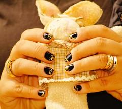 Pascoa nails > Rock, Colorama + Gold Milani (Bia Nicastro II) Tags: glitter milani colorama esmaltepreto