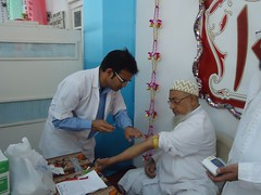 Doctor Taking blood from mumineen (Toloba Ul Kulliyat il Mumineen Aden) Tags: medicalcamp