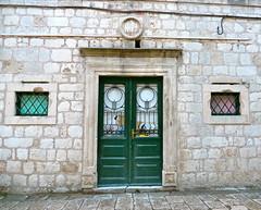 Dubrovnik, Croatie (Marie-Hlne Cingal) Tags: door puerta iron wroughtiron porta porte portal dubrovnik tr fer ragusa croatie hrvatska ferro hierro republikahrvatska ferforg raguse detalhesemferro rpubliquedecroatie
