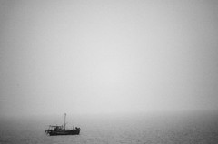 Far-off (tzadik77) Tags: bw seascape blackwhite ship noiretblanc incheon tamronmirrorlens kodakdcs760c tamronadaptall2sp500mmf8