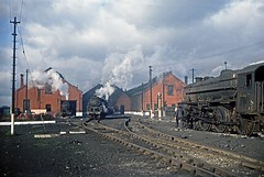 Oxley Shed, Wolverhampton, February 1967 (David Rostance) Tags: wolverhampton oxley 48402 92027 44685 class9f brstandard class8f gwr roundhouse stanierclass5 engineshed