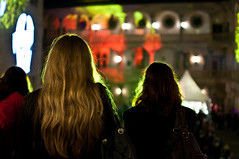 (Michad90) Tags: city girls night 35mm hair nikon dof stuttgart nacht bokeh f18 der museen d90