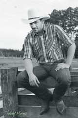 Ensaio com Alceu (JohnnyMoraes) Tags: verde sol azul brasil ensaio book cowboy do country moda johnny estilo beleza cinto monte paulo arvores sao homem cavalo por moraes fazenda fotografo xadrez bota chapeu masculino aras peao