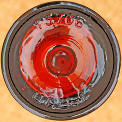 bottle (Leo Reynolds) Tags: canon eos iso100 bottle squaredcircle 60mm f80 0sec 40d hpexif xleol30x sqset079