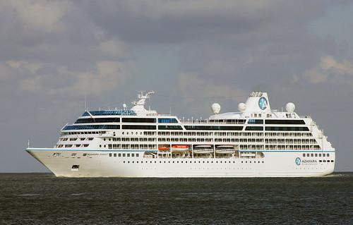 ship schiff elbe kreuzfahrtschiff cuxhaven cuiser passagierschiff passengervessel azamarajournay imo9200940