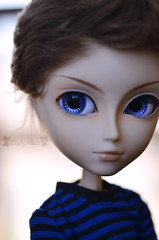 Too Close (Lady Alec) Tags: blue allan eyes doll ironman tony marvel stark taeyang nendoroid