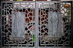 San Giusto e san Sergio (elisabetta2005) Tags: santi trieste cancello sangiusto bassorilievo sansergio mascherini madonnadeifiori