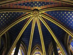 Gold ribs of arches, fleur-de-lis ceiling ornamentation - Sainte-Chapelle, Paris (Monceau) Tags: gold arches ceiling ribs fleurdelis vaulted saintechapelle lowerchapel