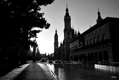 La plaza al atardecer (ZAP.M) Tags: plaza nikon flickr fuente zaragoza reflejos torres baslica aragn elpilar nikond6o aspaa zapm mpazdelcerro