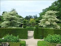 Jardin de Castillon, prs de Bayeux (tordouetspirit) Tags: flowers france green nature fleurs garden jardin passion normandie calvados perfection bayeux pelouse verdure labyrinthe castillon vivaces chambredeverdure