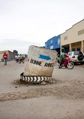 Gisenyi village , Rwanda (Eric Lafforgue) Tags: africa painting outdoors god faith peinture rwanda believe afrika ladder commonwealth dieu echelle afrique eastafrica rondpoint 0526 gisenyi centralafrica kinyarwanda ruanda pieu croyance afriquecentrale רואנדה gisenye 卢旺达 르완다 盧安達 kisenyi republicofrwanda руанда رواندا ruandesa