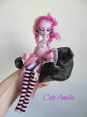 repaint monster pink/black (Alexandra Soury /Cute Amalia) Tags: monster de la lisa mona nile custom cleo joconde operetta repaint monsterhigh nefera ooakmonsterhigh