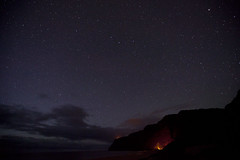 Campfire in Polihale (dataichi) Tags: beach canon stars hawaii kauai astronomy canon5d etoiles