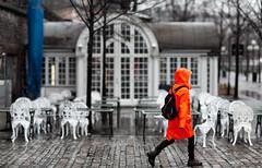 Orange, Café Söderberg, Stockholm, April 7, 2014 (Ulf Bodin) Tags: rain spring sweden stockholm sverige regn vår kungsträdgården stockholmslän canonef85mmf12liiusm canoneos5dmarkiii cafésöderberg