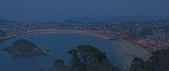 Bahia de la concha  - donostia (antonio-gonzalez) Tags: sea noche mar nikon san sebastian basquecountry paisvasco donostia oscuridad guipuzcoa d80 bahiadelaconcha angovi