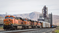 BNSF7592 Tehachapi Trains (Schoonmaker III) Tags: railroad train tracks tehachapi bnsf burlingtonnorthernsantafe trainchasing tehachapimountains gees44dc bnsf7592 westernrailroad