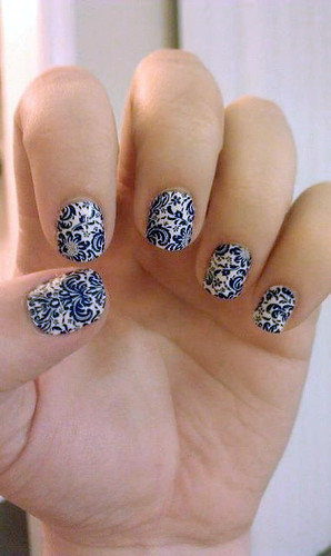 img_jamberry_nails_blue_paisley