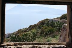 La finestra sul mare (Cangia Erre) Tags: sex faro mare finestra palermo capo sicilia bagheria zafferano chiave zisa mongerbino capozafferano anchesestudirecentirivelanotentativiprecedenti 1826iltempodesposizionedi8oredlimpressionecheilsoleilluminigliedificisiadadestrachedasinistralaprimaproduzioneconlanuovasostanzafotosensibilerisaleal1822sitrattadiunincisionesuvetroraffigurantepapapioviila