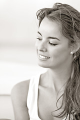Marta Garcia Perfil (PUAROT) Tags: blanco photography monocromo foto gente natural perfil retrato d70s bn modelo personas marta sonrisa fotografia fotografía iluminación 8518 puarot martagarcia revolutionlight