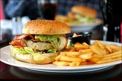 Guacamole Burger (Ben Andreas Harding) Tags: chicken bacon juicy yummy potatoes sauce burger fastfood tasty coke ham chips meat delicious lettuce potato fries american buns poultry hamburger guacamole cocacola dip bun meats bacons 35mm18g