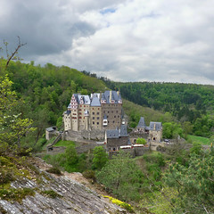 The valley of Burg Eltz (Bn) Tags: wood old trip family vacation green castle history castles nature beautiful stone fairytale century forest wonderful germany landscape geotagged deutschland spring topf50 solitude zoom hiking engineering visit disney medieval eifel valley historical imagination hd charming middle residence dreamlike 9th schloss saga fortress allemagne ages middleages burg mosel discover kasteel unchanged rheinlandpfalz schlsser moyenge eltz mittelalter burcht karden burgen sprookjes mnstermaifeld eltzcastle moezel wierschem moselkern cindarellacastle 50faves elzbach burgenundschlsser grafvoneltz geo:lon=7336571 geo:lat=50204896